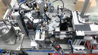 Zusammenbau verschiedener Kunststoff-Bauteile